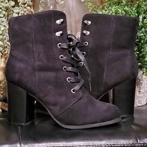 Shoes - Womens sz 9 black suede booties